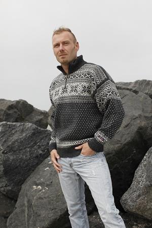 Norsk striktrøje med Telemarks mønster af 100% uld
